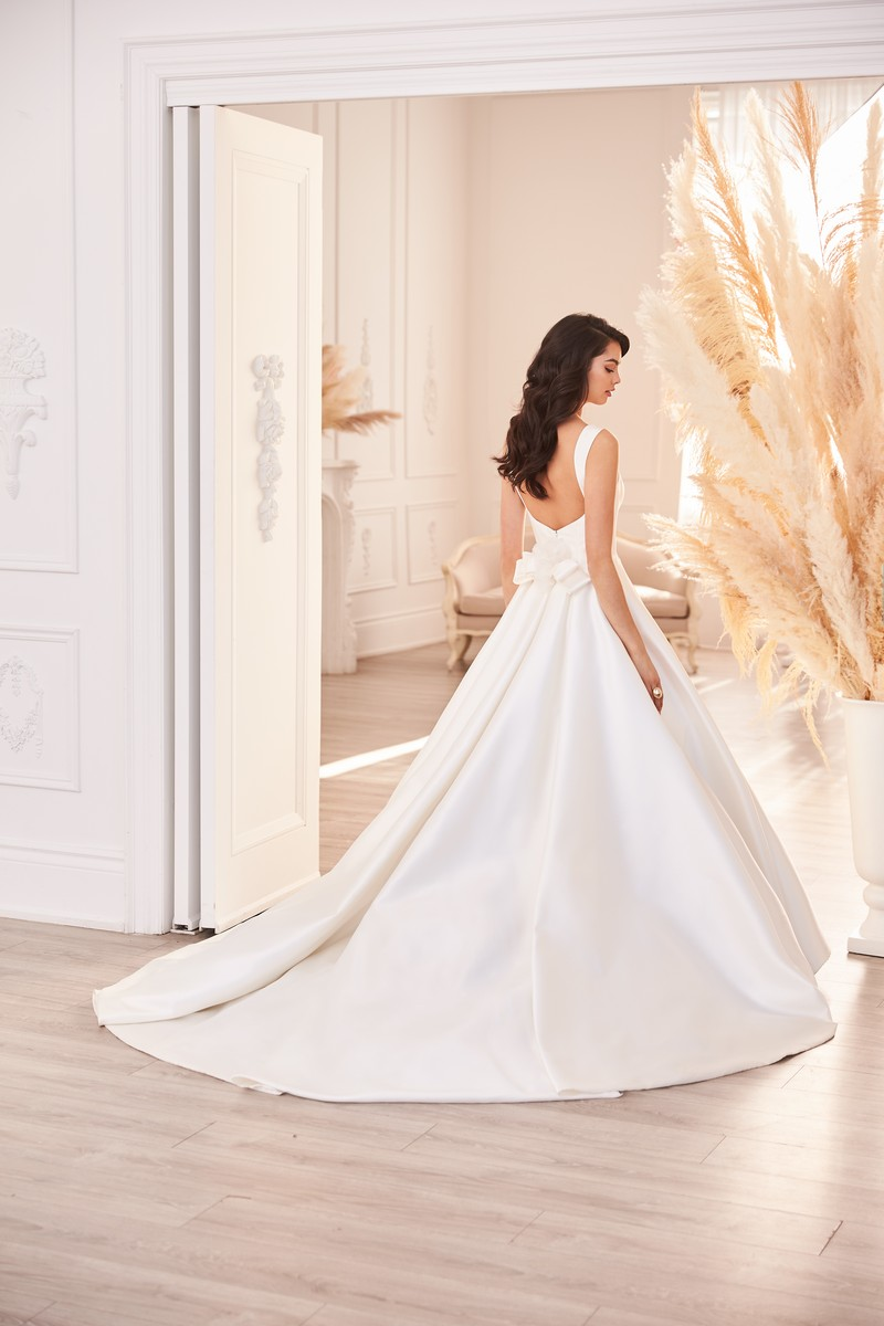 Back of Style 4952 wedding dress from the Paloma Blanca Fall 2021 Bridal Collection
