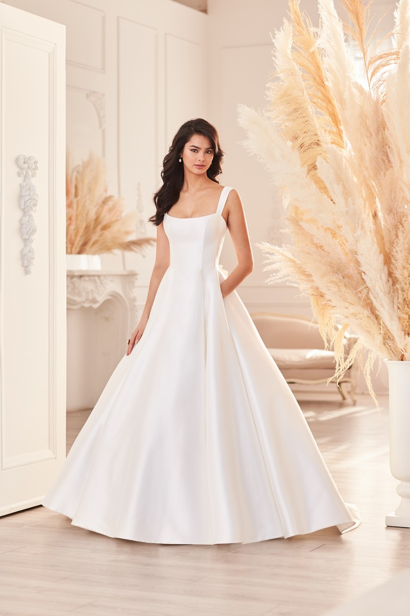 Style 4952 wedding dress from the Paloma Blanca Fall 2021 Bridal Collection