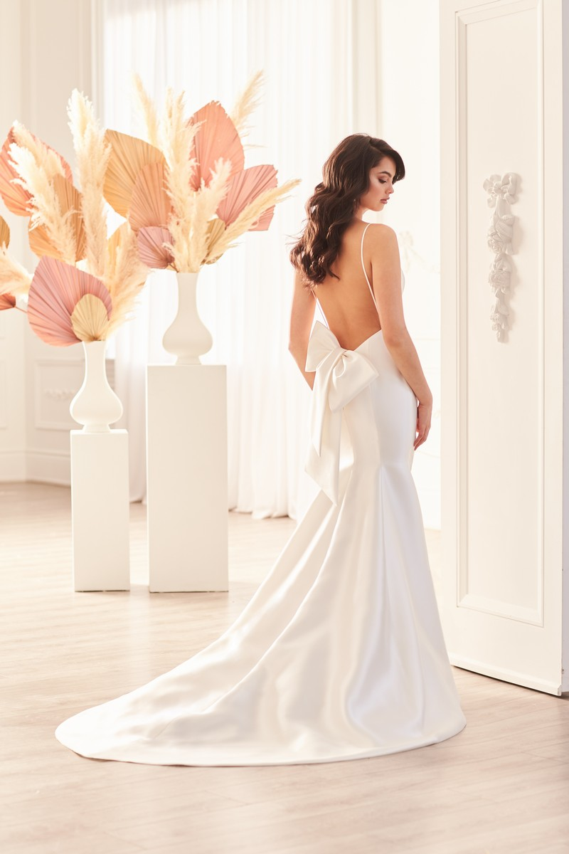 Back of Style 4960 wedding dress with Bow from the Paloma Blanca Fall 2021 Bridal Collection