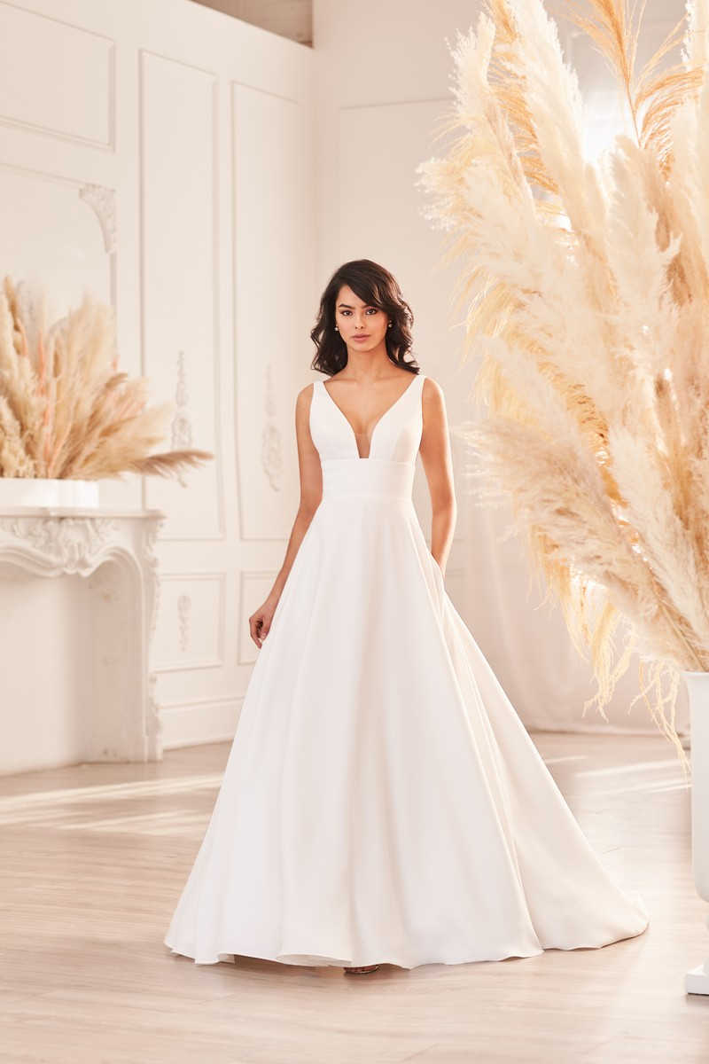 Style 4962 wedding dress from the Paloma Blanca Fall 2021 Bridal Collection